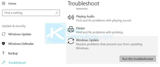 Masuk ke Pengaturan → Update & Security → Troubleshooter → pilih Windows Update dan jalankan Troubleshooter.